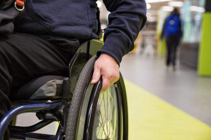 pyörätuoli terveyskeskuksessa